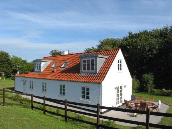 Lyngbakkevej 3, Vennebjerg Villa